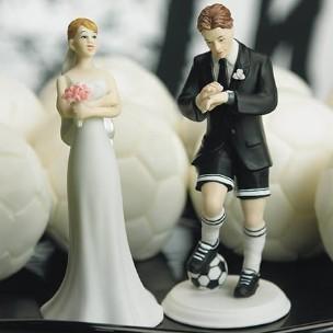 Cake Topper sposo calciatore sposa che sbuffa in resina