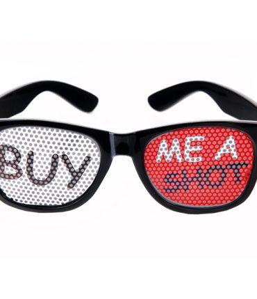 """Occhiali in plastica neri divertenti con scritta """"Buy me a shot"""""""