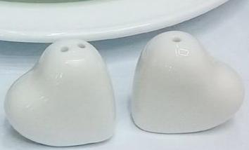 Coppia cuoricini sale e pepe in porcellana