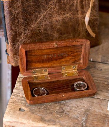 Porta fedi in legno