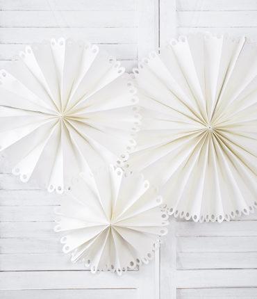 3 Rosette Decorative Bianco Sporco Di Tre Dimensioni